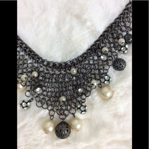 Chain with pearls cascade design